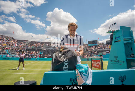 The Queens Club, London, UK. 21st June 2019. Day 5 of The Fever Tree Championships. Daniil Medvedev (RUS) on centre court for his match against Diego Schwartzman (ARG). Credit: Malcolm Park/Alamy Live News. - Stock Photo