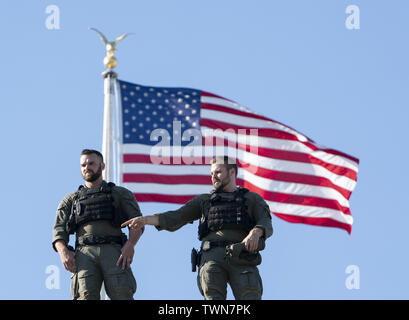 Washington, District of Columbia, USA. 21st June, 2019. June 21, 2019 - Washington, DC, United States: Members of the Secret Service stand watch over the Congressional Picnic for Members of Congress and their families at The White House Credit: Chris Kleponis/CNP/ZUMA Wire/Alamy Live News - Stock Photo
