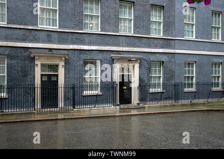 London, UK. 19th June, 2019. An exterior view of No 10 Downing Street, Westminster in London. Credit: Iain Mcguinness/SOPA Images/ZUMA Wire/Alamy Live News - Stock Photo