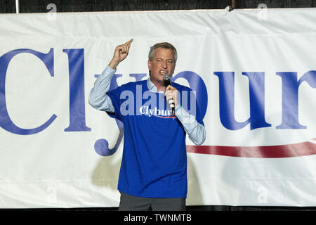 Columbia, United States. 21st June, 2019. Democratic presidential hopeful New York Mayor Bill de Blasio addresses the Jim Clyburn World Famous Fish Fry June 21, 2019 in Columbia, South Carolina. The event kicks off the South Carolina Democratic Convention weekend and 22 Democratic candidates plan to attend the event. Credit: Planetpix/Alamy Live News - Stock Photo