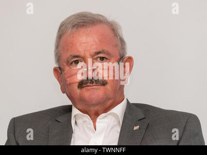 Dresden, Germany. 21st June, 2019. Reimund Neugebauer, President of the Fraunhofer-Gesellschaft, sits on the podium during the presentation of the new Messenger-App, MePol-App, to the police in Saxony. Credit: Robert Michael/dpa-Zentralbild/dpa/Alamy Live News - Stock Photo