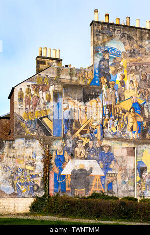 The Leith Mural, on a gable end in Leith by artists Tim Chalk, Paul Grime and David Wilkinson showing scenes of Leiths maritime and industrial history - Stock Photo
