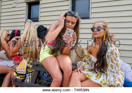 Cambridge, UK. 22nd June 2019. A crowded beer garden at Fort St George Pub. The Saturday of the historic annual midsummer fair attracts many traveller communities from around the UK. CamNews / Alamy Live News - Stock Photo