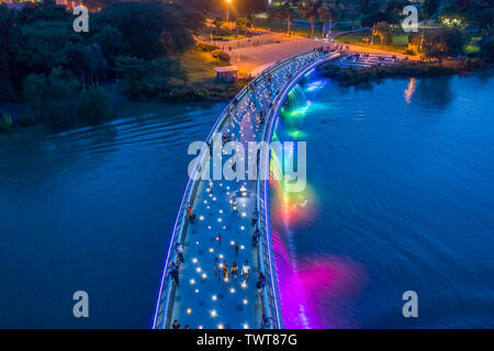 The Anh Sao (Starlight) Bridge is located in the heart of the international commercial and financial district of Phu My Hung. It is the first modern p