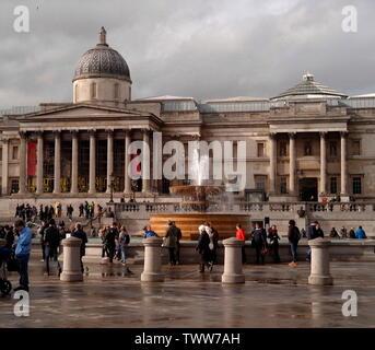 AJAXNETPHOTO. 2018. LONDON, ENGLAND. - NATIONAL GALLERY FACADE SEEN FROM TRAFALGAR SQUARE. PHOTO:JONATHAN EASTLAND/AJAX REF:GXR182009_7572 - Stock Photo