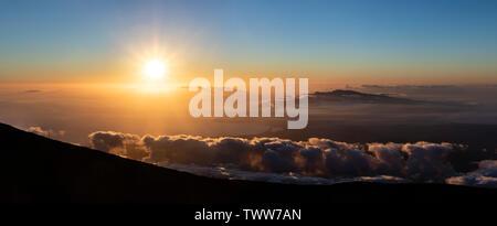 Sunset from the summit of Haleakala Volcano, high above the clouds, Maui, Hawaii, USA - Stock Photo
