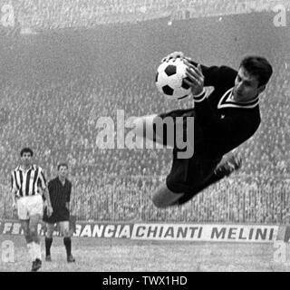Milan (Italy), San Siro, December 19, 1965. Italian goalkeeper Roberto Anzolin playing for Juventus F.C. in the away defeat versus A.C. Milan (1-2), Matchday 13 of the Italian Championship 1965–66 Serie A.; 19 December 1965; Maurizio De Santis (October 6, 2017). Morto Roberto Anzolin, il messaggio di cordoglio della Juventus (in italian). fanpage.it.; Unknown; - Stock Photo