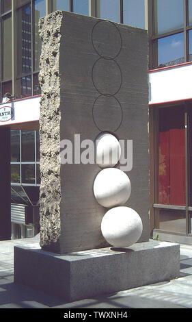 At the other side of the wall (1972). Sculpture by Josep Maria Subirachs (b. 1927). Concrete and limestone. 284 x 147 x 155 cm. At the Open-Air Sculpture Museum, 41st Paseo de la Castellana (avenue) in Madrid (Spain). Español: Al otro lado del muro (1972). Escultura de Josep Maria Subirachs (n. 1927). Hormigón y piedra caliza. 284 x 147 x 155 cm. En el Museo de Escultura al Aire Libre del nº 41 del Paseo de la Castellana de Madrid (España).; 15 April 2006; Own work; Luis GarcÃa (Zaqarbal); - Stock Photo