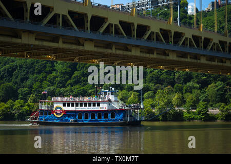 The Queen, a boat in the Gateway Clipper fleet, passes under the Fort Pitt Bridge, near Point State Park, Pittsburgh, Pennsylvania. - Stock Photo