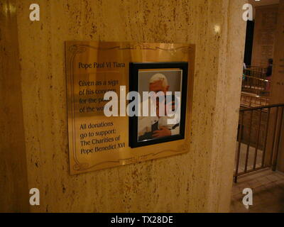 'English: Donations Plaque next to Tiara of Paul VI at the Basilica of the National Shrine of the Immaculate Conception; 6 May 2007; Own work (Original text:  Self-made); Richelieu08; ' - Stock Photo
