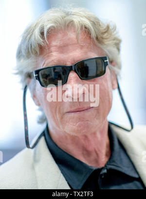 Hamburg, Germany. 24th June, 2019. The 70-year-old suspected serial bank robber, who is said to have shot an employee during a robbery, is waiting for the trial to begin. Credit: Axel Heimken/dpa/Alamy Live News - Stock Photo