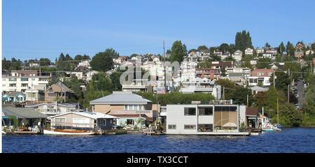 'English: Floating homes on Lake Union, Seattle; 5 May 2007 (original upload date); Own work by the original uploader; User:Waqcku; ' - Stock Photo