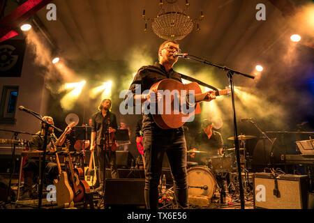 die deutsche Band Garda live beim Orange Blossom Special Festival, Beverungen, Ostwestfalen, Deutschland  |  german band Garda live at the Orange Blos - Stock Photo
