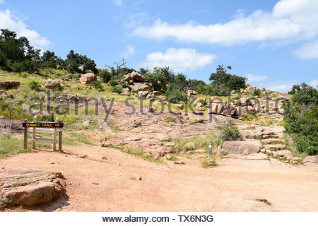 Sign pointing to Summit Trail at Enchanted Rock State Natural Area in the Texas Hill Country. Summit Trail Trailhead at Enchanted Rock in Texas USA - Stock Photo