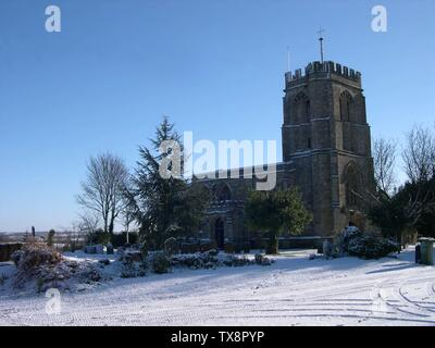 St Edmund's parish church, Maids Moreton, Buckinghamshire, England, seen from the northwest in snow This is a photo of listed building number 1215188.; 5 August 2007 (original upload date); Transferred from en.pedia to Commons.; Vemcd at English pedia; - Stock Photo