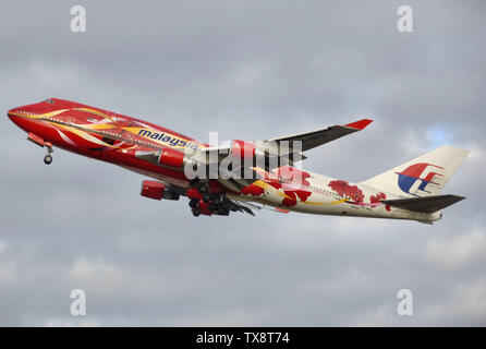 Malaysia Airlines Boeing 747-400 (9M-MPD) taking off from London Heathrow Airport, England.; 30 December 2006; Own work; Adrian Pingstone (Arpingstone); - Stock Photo