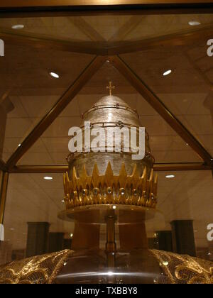 'English: Papal Tiara at the Basilica of the National Shrine of the Immaculate Conception; 7 May 2007 (original upload date) (Original text:  6 May 2007); Own work (Original text:  self-made.); Richelieu08; ' - Stock Photo