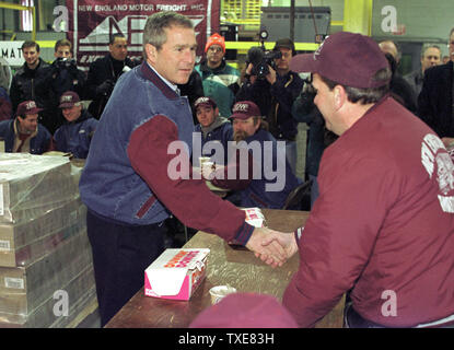CON2000011804 - 18 JANUARY 2000 - CONCORD, NEW HAMPSHIRE, USA:  Republican presidential candidate Texas Governor George W. Bush, center, shakes hands with truckers before addressing them during a campaign breakfast at New England Motor Freight in Concord, January 18.  rg/lkm/Lee K. Marriner  UPI - Stock Photo