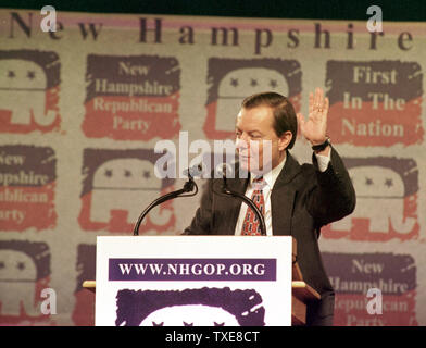 DUR2000010906 - 09 JANUARY 2000 - DURHAM, NEW HAMPSHIRE, USA:  Republican presidential candidate Gary Bauer waves goodnight to the audience after addressing guests at the New Hampshire Republicans 'A Salute to the Next President' dinner, January 9, at The University of New Hampshire's Whittemore Center in Durham. rg/lkm/Lee K. Marriner  UPI - Stock Photo