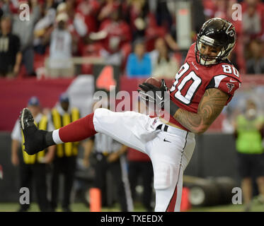 Atlanta Falcons tight end Levine Toilolo (80) makes the one-yard touchdown catch against the Arizona Cardinals during the first half of their NFL game at the Georgia Dome on November 30, 2014, in Atlanta. UPI/David Tulis - Stock Photo