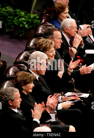 From bottom to top, U.S. President George Bush, First Lady Laura Bush, former President Bill Clinton, his wife U.S. Sen. Hillary Clinton (D-NY), former President George H.W. Bush, former President Jimmy Carter and his wife Rosalynn attend  funeral services for Coretta Scott King at the New Birth Missionary Baptist Church in Lithonia, Ga., February 7, 2006. Coretta Scott King was the wife of Dr. Martin Luther King Jr.   (UPI Photo/Jason Reed-Pool) - Stock Photo