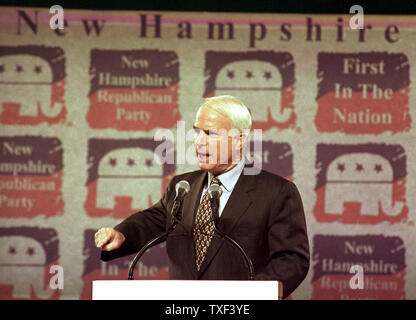 DUR2000010903 - 09 JANUARY 2000 - DURHAM, NEW HAMPSHIRE, USA:  Republican presidential candidate U.S. Senator John McCain of Arizona talks about how the military would be improved under his administration while addressing guests at the New Hampshire Republican's 'A Salute to the Next President' dinner, January 9, at The University of New Hampshire's Whittemore Center in Durham. rg/lkm/Lee K. Marriner  UPI - Stock Photo