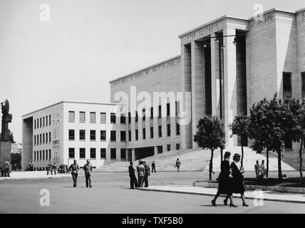 Italy, Rome, entrance to the university city of la sapienza, architect Marcello Piacentini, 1930 - Stock Photo