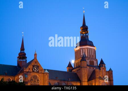 geography / travel, Germany, Mecklenburg-West Pomerania, moon behind the St. Mary's Church at new mark, Additional-Rights-Clearance-Info-Not-Available