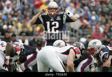 New England Patriots QB Tom Brady makes an audible call before a play against the Atlanta Falcons at Gillette Stadium in Foxboro, Massachusetts on September 27, 2009.  The Patriots defeated the Falcons 26-10. UPI/Matthew Healey - Stock Photo