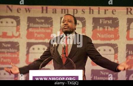 DUR2000010902 - 09 JANUARY 2000 - DURHAM, NEW HAMPSHIRE, USA:  Republican presidential candidate Alan Keyes addresses guests at the New Hampshire Republican 'A Salute to the Next President' dinner, January 9, at The University of New Hampshire's Whittemore Center in Durham.  lkm/Lee K. Marriner.  rg/lkm/Lee K. Marriner  UPI - Stock Photo