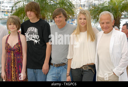 (L-R) Lauren McKinney, Gabe Nevins, director Gus Van Sant, Taylor Momsen and Marin Karmitz attend the photocall for 'Paranoid Park' on the Terrasse Riviera at the 60th Cannes Film Festival in Cannes, France on May 21, 2007.  (UPI Photo/Christine Chew) - Stock Photo