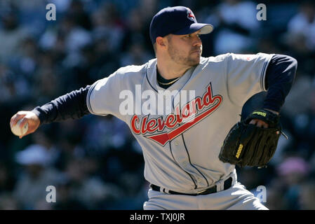 Cleveland Indians starting pitcher Jake Westbrook delivers a pitch during the seventh inning against the Chicago White Sox on April 4, 2006, in Chicago. Cleveland won 8-2. (UPI Photo/Brian Kersey) - Stock Photo