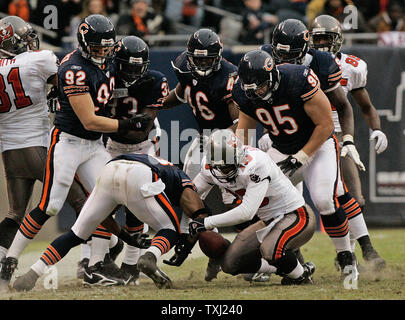 Chicago Bears, Danieal Manning, bottom left, Hunter Hillenmeyer (92), Charles Tillman (33), Chris Harris (46), Ian Scott (95) and Alex Brown, back right, and Tampa Bay Buccaneers' Ike Hilliard (19) try to recover Alex Smith's fumble during overtime at Soldier Field in Chicago on December 17, 2006. Ian Scott ended up with the ball. The Bears won 34-31 in overtime. (UPI Photo/Brian Kersey) - Stock Photo