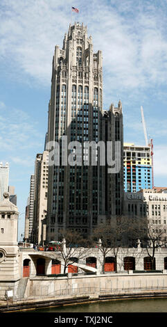 The Chicago Tribune company corporate headquarters stands in downtown Chicago on April 2, 2007. Monday the Tribune Co. accepted an $8.2 billion buyout offer from real estate investor Sam Zell. The deal, which is not finalized until approved by the shareholders, leaves the Tribune's board the option of accepting a higher bid and also includes selling the Chicago Cubs at the end of the 2007 season. (UPI Photo/Brian Kersey) - Stock Photo