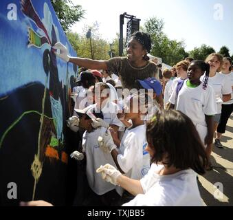 Five-time Olympian basketball player Teresa Edwards works on a mural with children in Chicago's Millennium Park honoring this year's U.S. Olympic Hall of Fame Class of 2009 presented by Allstate in Chicago on August 12, 2009. The 1992 U.S. Men's Olympic Basketball Team, along with nine other U.S. athletes and special contributors will be honored at the U.S. Olympic Hall of Fame Induction Ceremony Wednesday night.     UPI/David Banks - Stock Photo