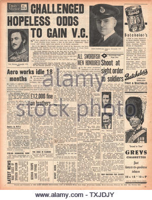1942 back page  Daily Mirror Eugene Esmonde awarded the Victoria Cross - Stock Photo