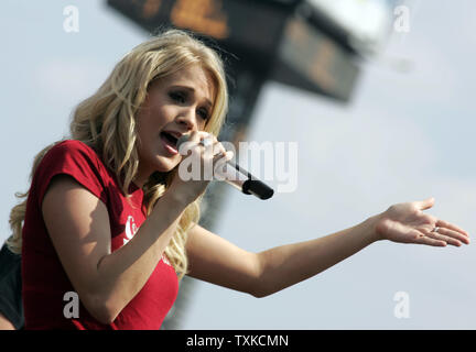 American Country Music Award winner Carrie Underwood performs prior to the NASCAR NEXTEL Coca-Cola 600 at Lowe's Motor Speedway in Charlotte, NC on May 28, 2006.  (UPI Photo/Bob Carey) - Stock Photo