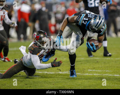 Carolina Panthers wide receiver Devin Funchess, right, breaks free from Tampa Bay Buccaneers cornerback Johnthan Banks to score a touchdown in the second half of an NFL football game at Bank of America Stadium in Charlotte, North Carolina on January 3, 2016. Carolina won 38-10.   UPI/Nell Redmond . - Stock Photo