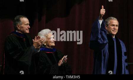 U.S. President George W. Bush gives a thumbs up to the crowd as his mother former first lady Barbara Bush (C) and his father former U.S. President George H.W. Bush (L) look on prior to his commencement convocation address at Texas A&M University in College Station, Texas on December 12, 2008.  presidency. (UPI Photo/Aaron M. Sprecher) - Stock Photo
