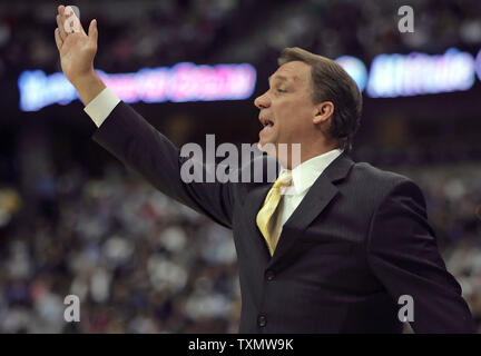 Detroit Pistons head coach Flip Saunders signals his team against the Denver Nuggets at the Pepsi Center in Denver March 1, 2006.  Denver defeated Detroit 98-87.  (UPI Photo/Gary C. Caskey) - Stock Photo