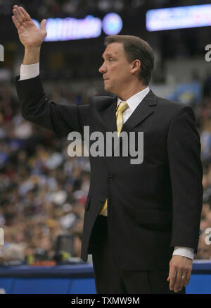 Detroit Pistons head coach Flip Saunders gestures during loss to Denver Nuggets at the Pepsi Center in Denver March 1, 2006.  Detroit lost to Denver 98-87.  (UPI Photo/Gary C. Caskey) - Stock Photo