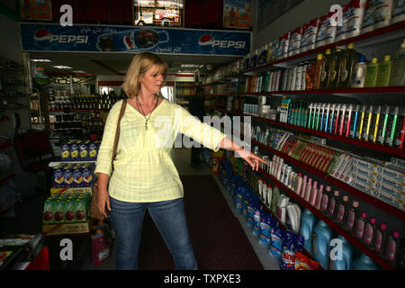 British journalist and peace activist Lauren Booth, sister-in-law of Palestinian development envoy and former British Prime Minister Tony Blair, shops in a supermarket in Gaza City, Gaza on September 3, 2008. Booth arrived in Gaza on a boat carrying human rights activists protesting against an Israeli blockade, and now is being prevented from leaving Gaza by Israeli and Egyptian authorities.   (UPI Photo/Ismael Mohamad) - Stock Photo