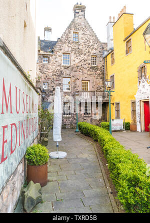 Museum of Edinburgh – a centuries old local history museum on The Royal Mile, with a collection about the town's origins, history & legends. Scotland. - Stock Photo