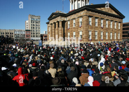 A large crowd of supporters gather in front of the Old State Capitol building to hear U.S. Sen. Barack Obama (D-IL) announce that he will run for the Democratic bid for President of the United States in the 2008 election, in Springfield, Illinois on February 10, 2007.  (UPI Photo/Bill Greenblatt) - Stock Photo