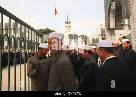 Both Han and ethnic minority Hui Chinese students attend the Ningxia Islamic College in Yinchuan, the capital of the northwestern province Ningxia Hui Autonomous Region on September 21, 2011.  China, which tightly controls religion, accepted a donation of USD 1,138 million from the World Development Bank in 1985 to build the college for students who 'love the country and Islam.'  The Chinese government hit out at the United States after it affirmed China's status as a country 'of particular concern' on religious freedom last week, accusing Washington of trying to harm the nation's image. - Stock Photo