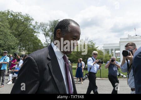 Washington, District of Columbia, USA. 25th June, 2019. United States Secretary of Housing and Urban Development (HUD) Ben Carson leaves a TV interview at the White House in Washington, DC, U.S. on June 25, 2019. Credit: Stefani Reynolds/CNP/ZUMA Wire/Alamy Live News - Stock Photo
