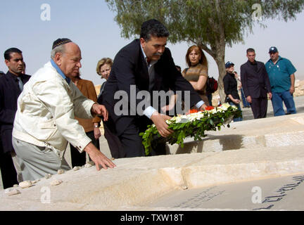 Israeli Labor Party leader Amir Peretz places flowers on the grave of the first Israeli Prime Minister David Ben Gurion, in Sde Boker Israel, March 19, 2006. (UPI Photo/Debbie Hill) - Stock Photo