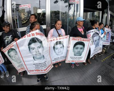 Parents of missing students in Ayotzinapa protest outside the federal prosecutor's office in Mexico City, Mexico, 25 June 2019, from where they demand the appointment of a special prosecutor for the Iguala case, where the 43 students disappeared, after the dissemination of a video that shows a case of alleged torture by the authorities to one of the alleged cases involved in the disappearance of the students. EFE/ Madla Hartz - Stock Photo