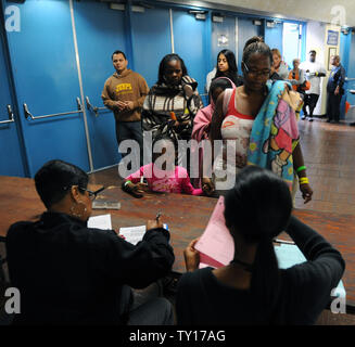 Patients wait in line to receive medical treatment, at a large health care clinic set up by Remote Area Medical at the Forum in Inglewood, California on August 15, 2009. The Los Angeles event marks the first time Remote Area Medical has provided such medical care in a major urban area. The group typically serves patients in remote, rural parts of the United States and travels to underdeveloped countries.     UPI/Jim Ruymen. - Stock Photo