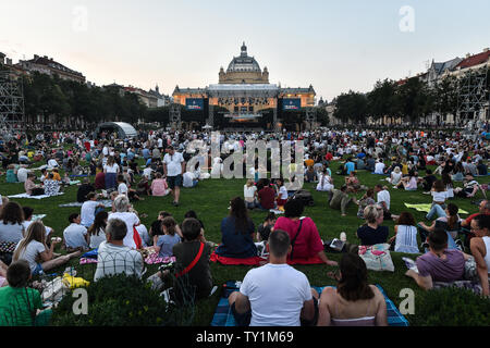 Zagreb, Croatia. 25th June, 2019. People enjoy the performance of National Folk Dance Ensemble of Croatia LADO during the Zagreb Classic Open Air Festival in Zagreb, Croatia, June 25, 2019. Credit: Sandra Simunovic/Xinhua/Alamy Live News - Stock Photo